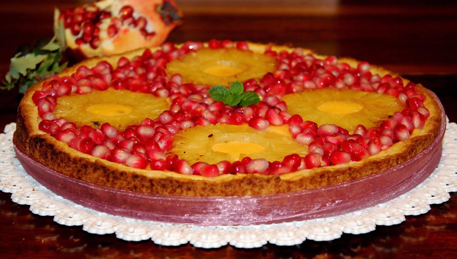 Crostata al cocco con crema cotta all'ananas e melagrana caramellata