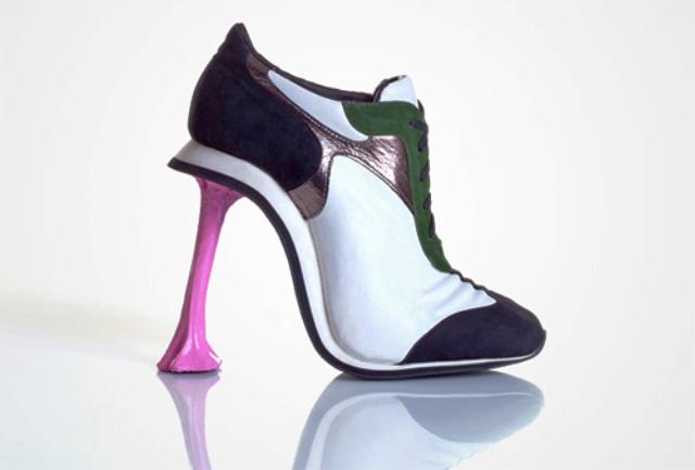 Sepatu Paling Unik dan Aneh - Sepatu Chewing Gum