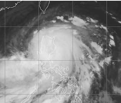 Taifun NESAT als Hurrikan-Kategorie-3-Äquivalent über nördlichen Philippinen, Nesat, Taifun Typhoon, Taifunsaison, Hurrikansaison 2011, aktuell, Philippinen, September, Oktober, Satellitenbild Satellitenbilder, Vietnam,