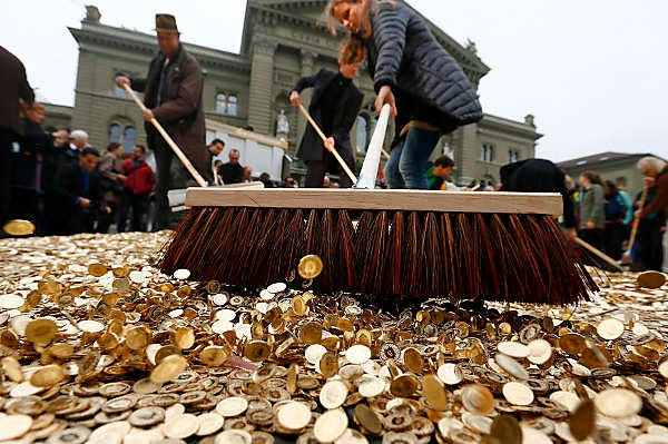 Swiss To Pay Basic Income 2,800$ Per Month To Every Adult