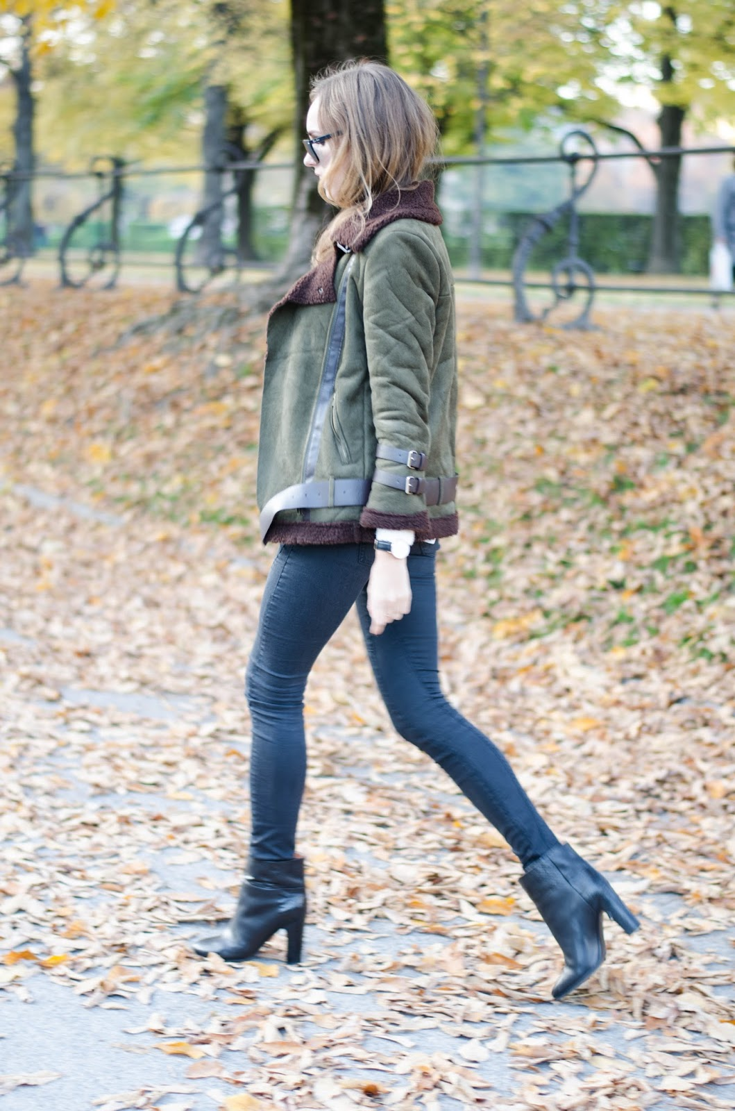 kristjaana mere green brown shearling jacket fall outfit fashion inspiration
