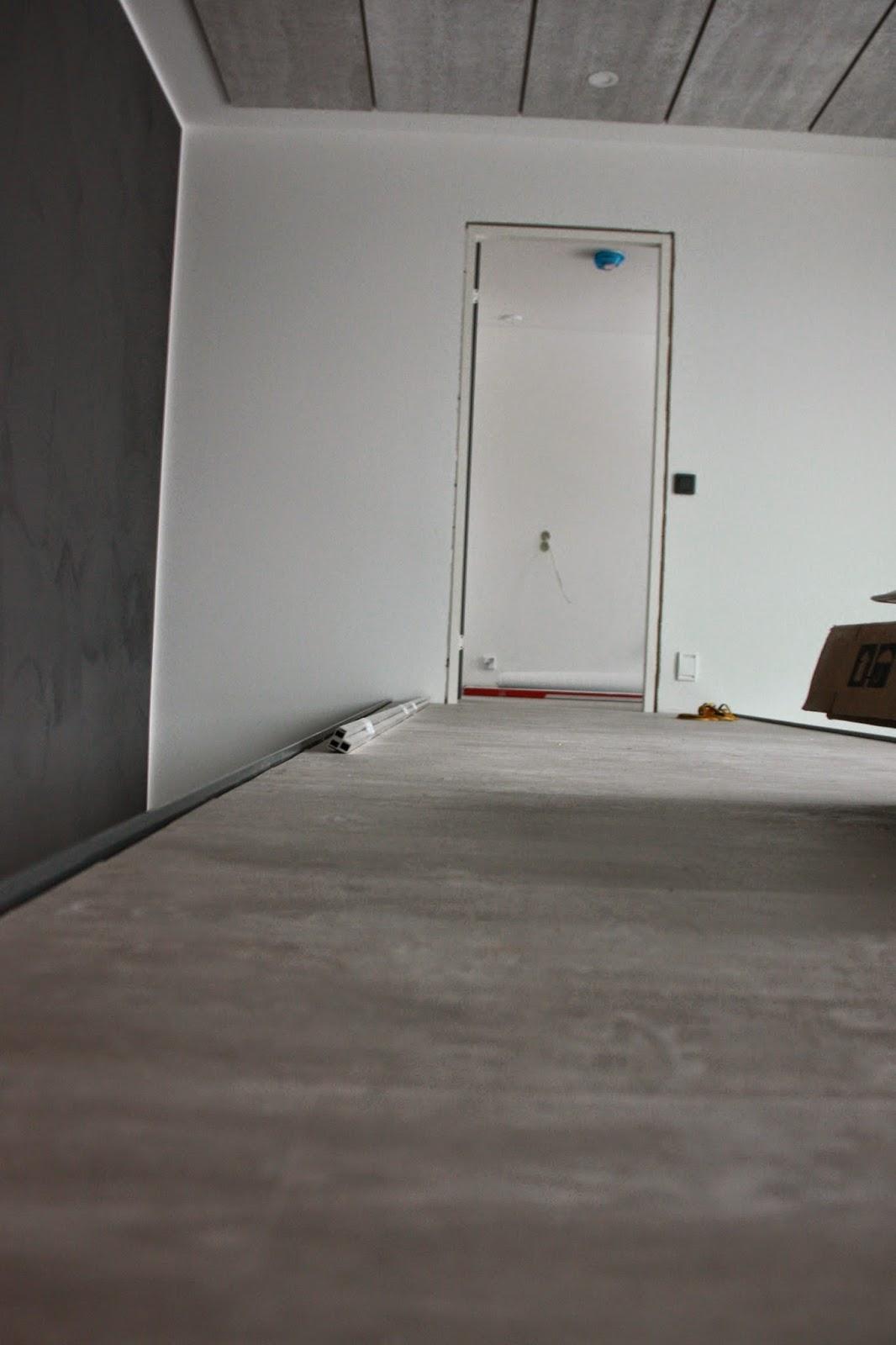 Konto akustiikkalevyt katossa sopivat white grey oak lankkulaminaattiin.