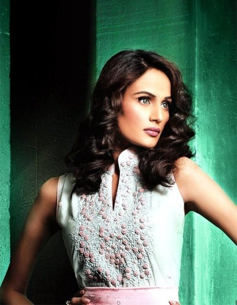 Mehreen Syed very Hot Wallpaper