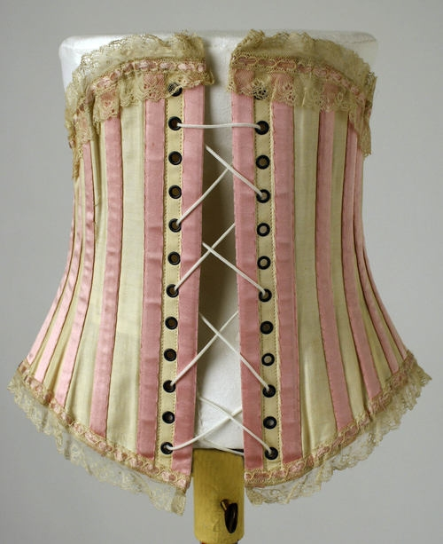 Corsets, waist training, the benefits a How to Do Corset Training