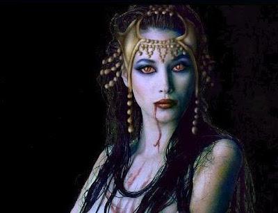 ojos de hermosa vampiresa