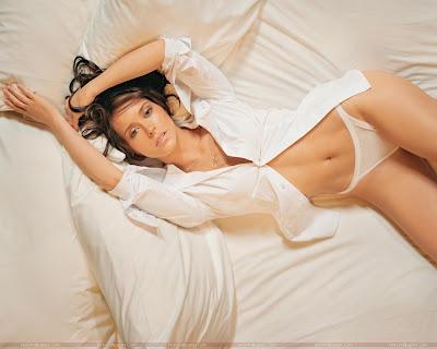 Hollywood Actress Jennifer Love Hewitt Wallpaper in Bikini