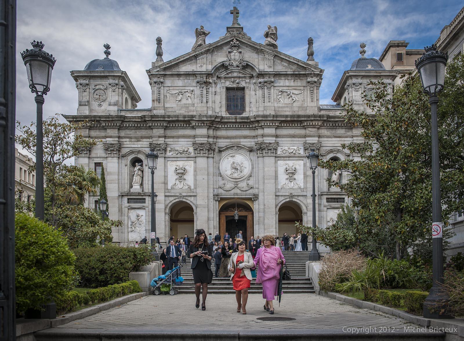 Sortie de messe à Madrid