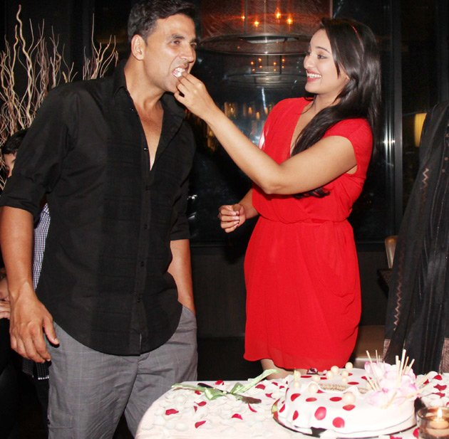 Sonakshi feeding cake to Akshay - (4) -  Sonakshi Sinha celebrates her birthday with Akshay and Prabhudeva