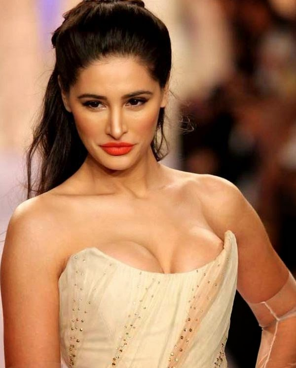 nargis fahkri deep very big cleavage seen at ramp event wardrobe malfunction pics