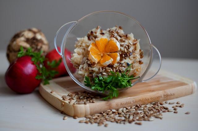 Surówka z selera korzeniowego ze słonecznikiem