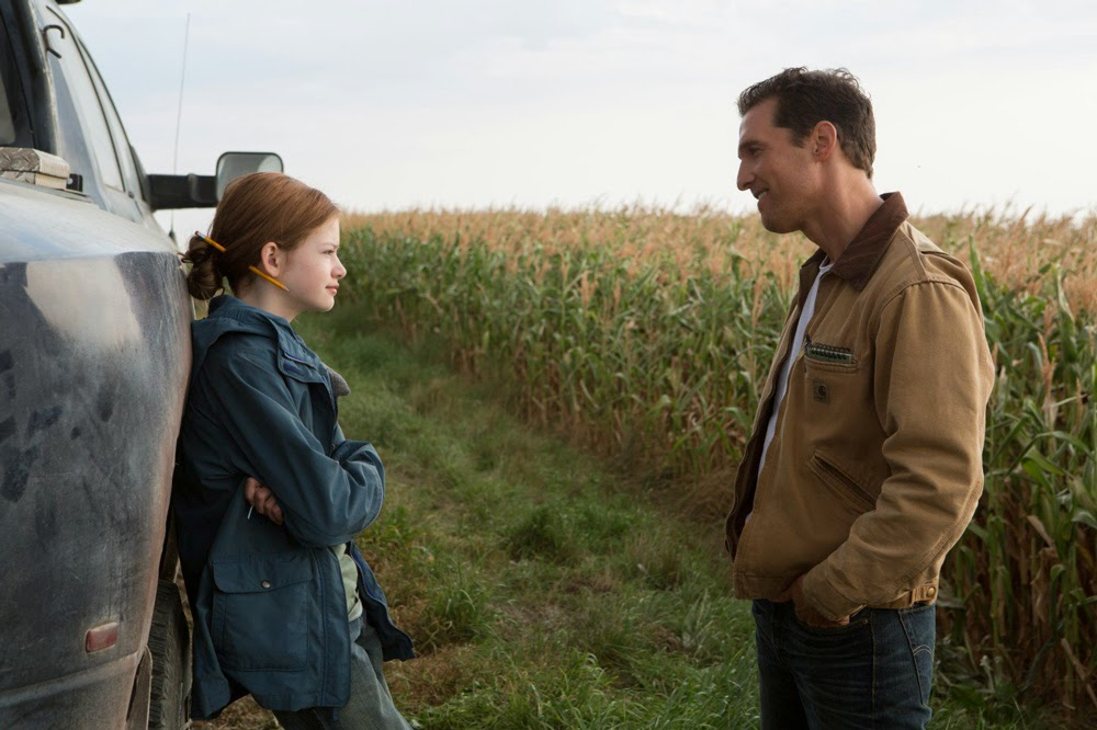 Mackenzie Foy and Matthew McConaughey in Interstellar