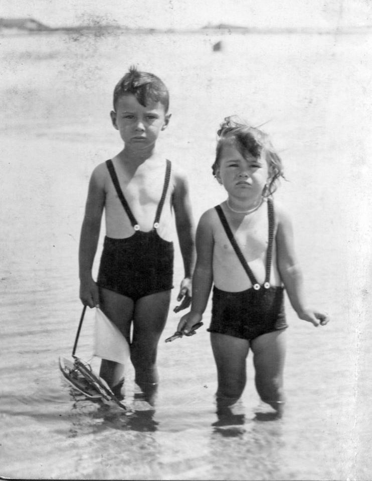 Souvenirs de la mode enfantine les ann es 30 louis et - Maillot de bain des annees 30 ...