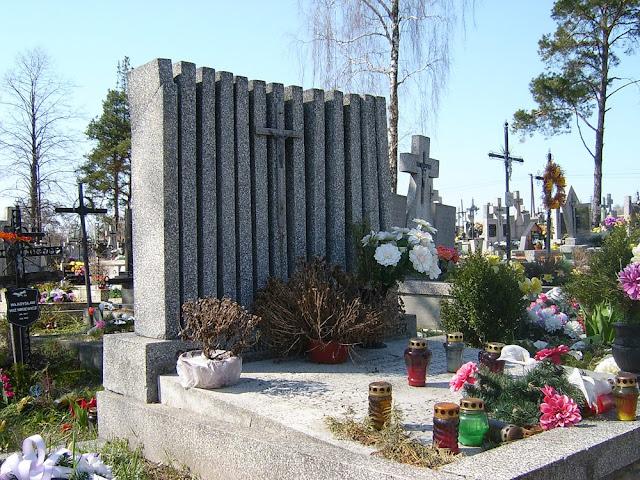 Wspólna mogiła ofiar pacyfikacji Gałek na cmentarzu w Gielniowie.