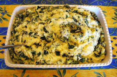 Lekkere savooikoolstoemp met savooi, aardappel en voor extra smaak prei of ajuin en boerenkool