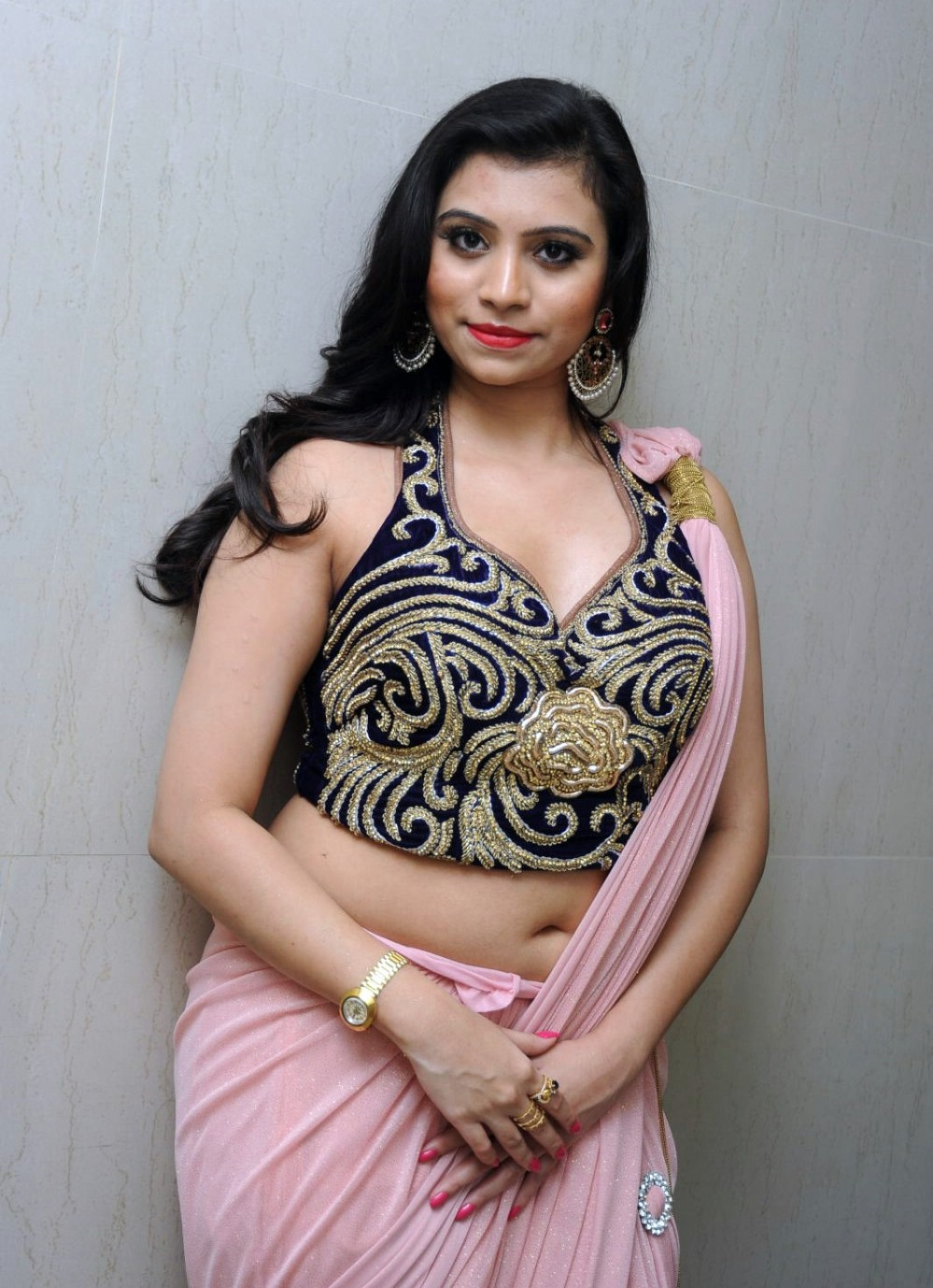 Actress Priyanka Latest Navel Show In Saree