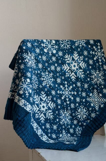 http://www.ravelry.com/patterns/library/baby-blanket-snowflakes---vognteppet-snfnugg