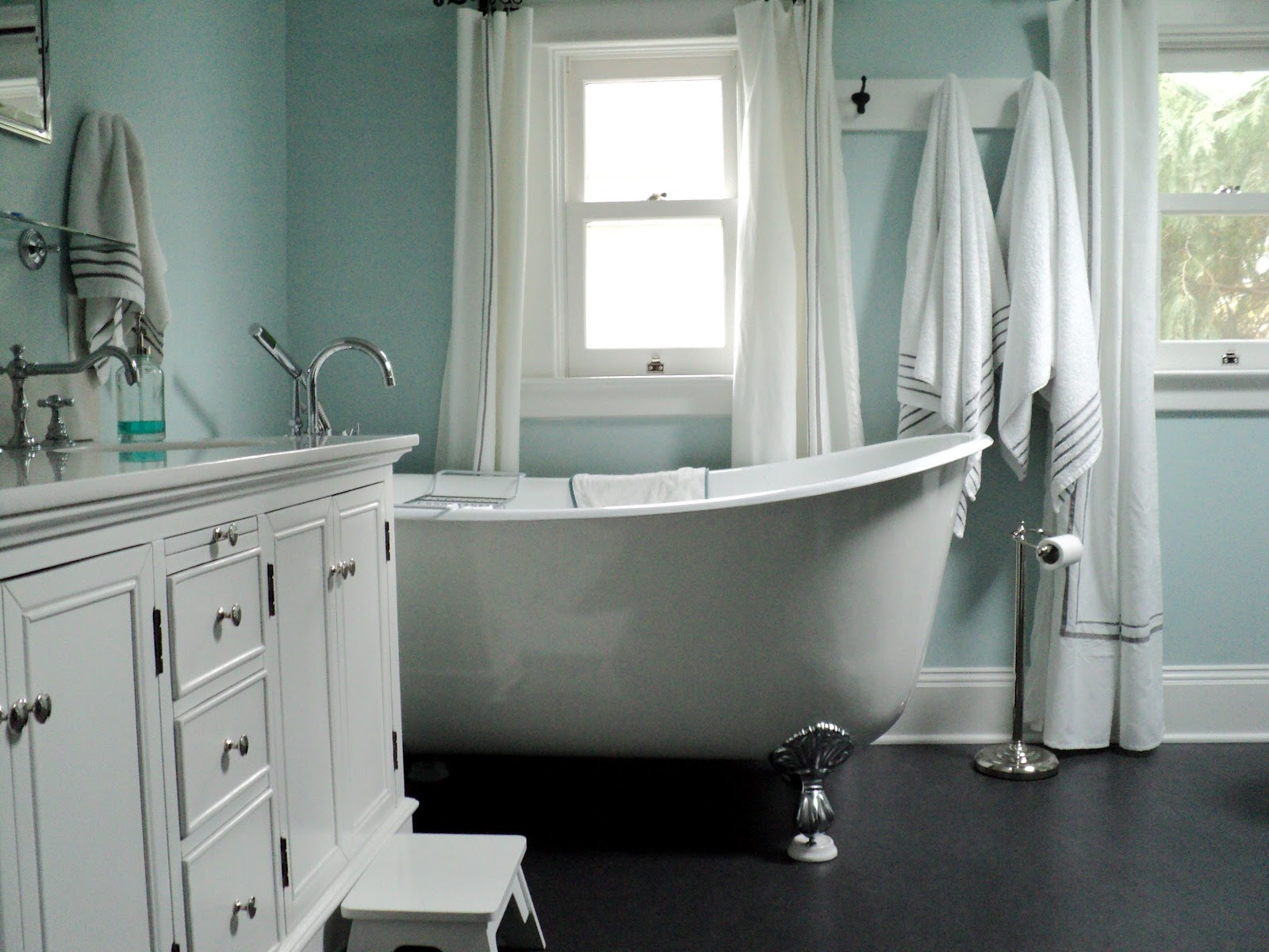 Living in the rain garden bathroom renovation for Sherwin williams bathroom paint colors
