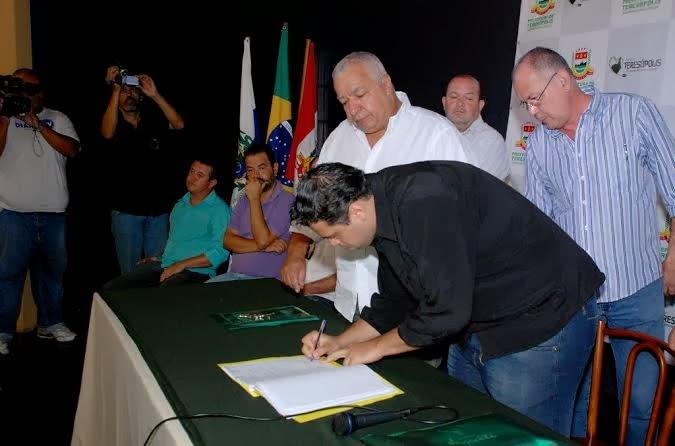 Assinatura do Termo de Repasse de Subvenção para as escolas de samba
