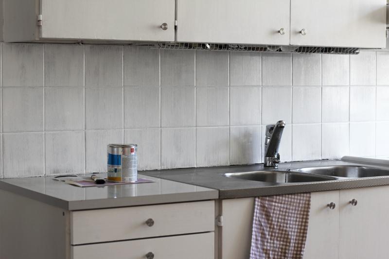 Kalkkimaali keittiön välitilaan