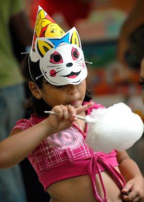 La Cubanita con su algodón de Azúcar..