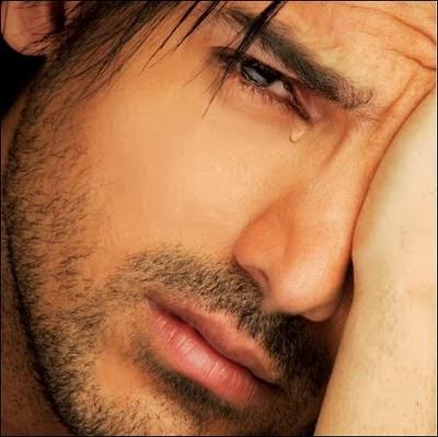 Chàng trai khóc
