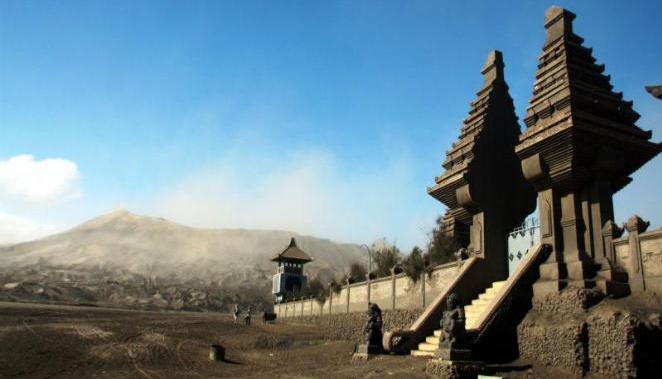 luhur poten temple - Mount Bromo