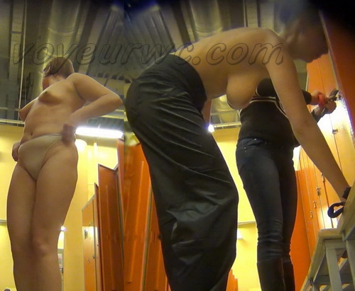 LockerRoom Spy 128-137 (Real Voyeur Video of the Locker Room Fitness Club)