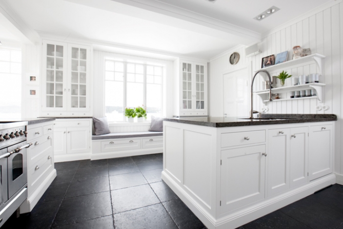 Blandare Kok Lantlig Stil : Villa Nystuga  Vort logenergihus po landet Platsbyggt kok