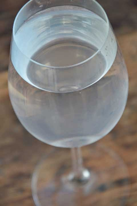 glas water met citroen sap
