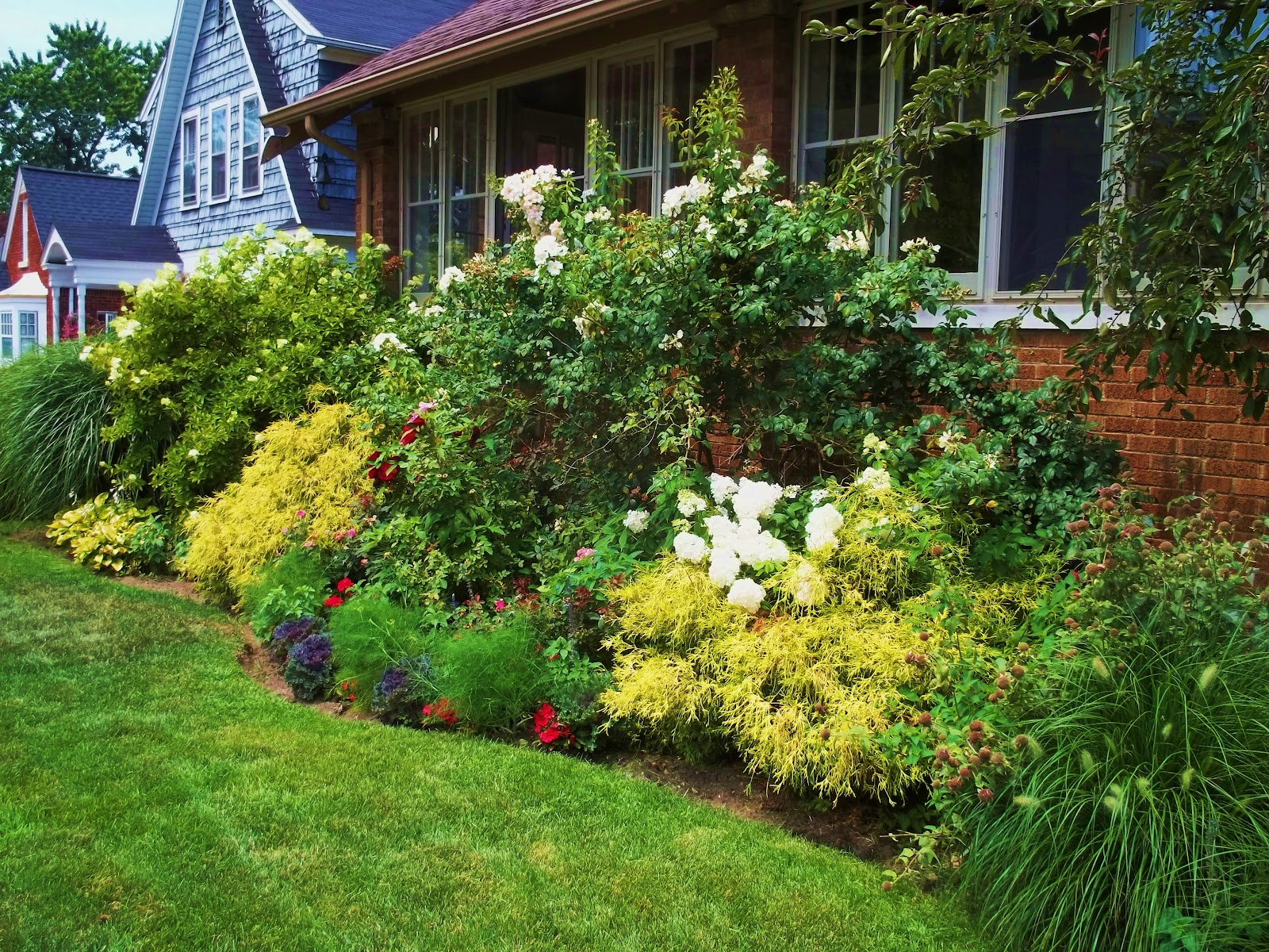 Digging in the dirt a cottage style garden for Garden design inspiration