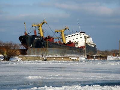 Barco abandonados en el ocenao