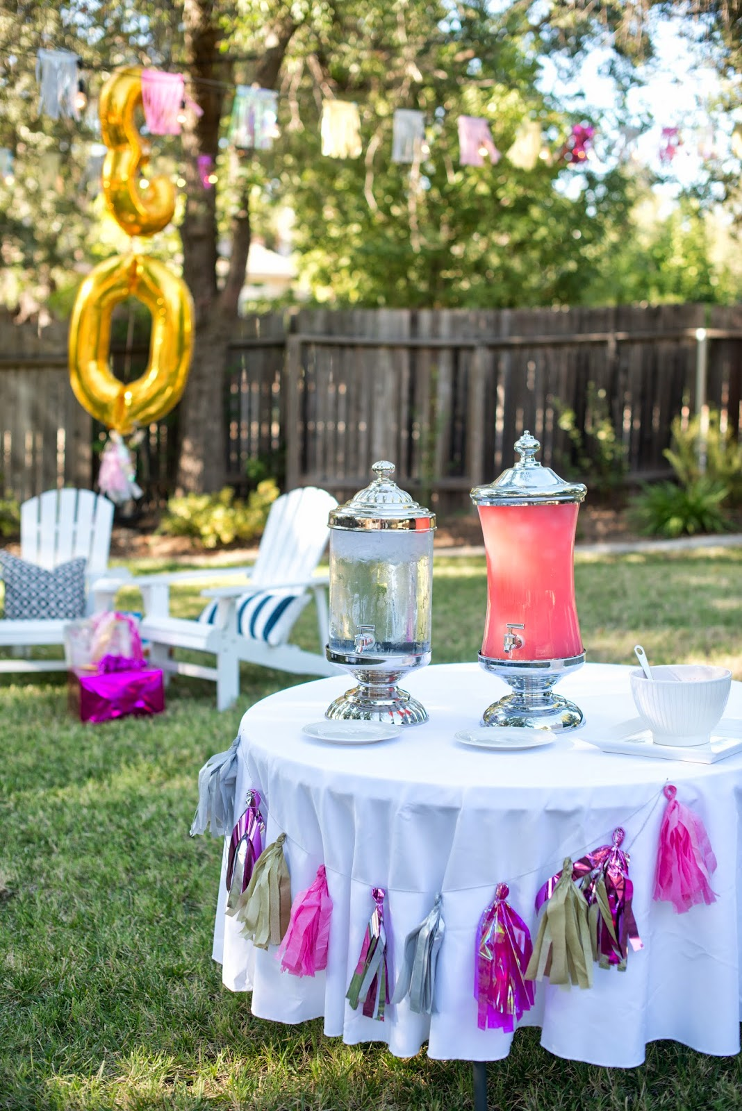 Tissue paper tassel tutorial - For My Sparkling 30th Birthday Party I Made A Bunch Of Tissue Paper Tassels To Decorate The Food Tables Tissue Paper Tassels Are Such An Easy And