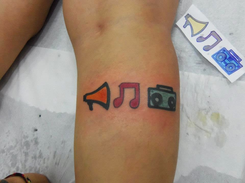Tatuagem inspirada na capa do Shout It Out