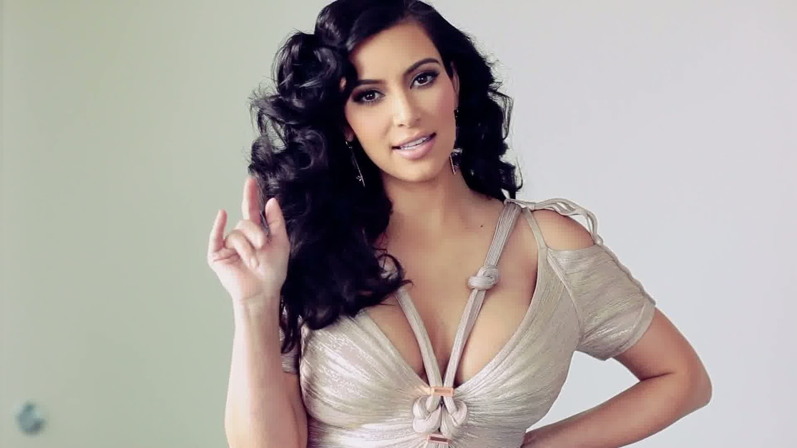 HollyWood Stars Kim Kardashian Hot HD Wallpapers 2013