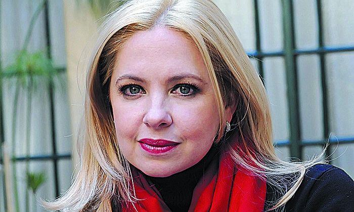 [Esa mujer] La nueva novela de Andrea - Página 2 Andrea-buscarlo-pasando-incomodo-momento_IECIMA20120911_0017_13