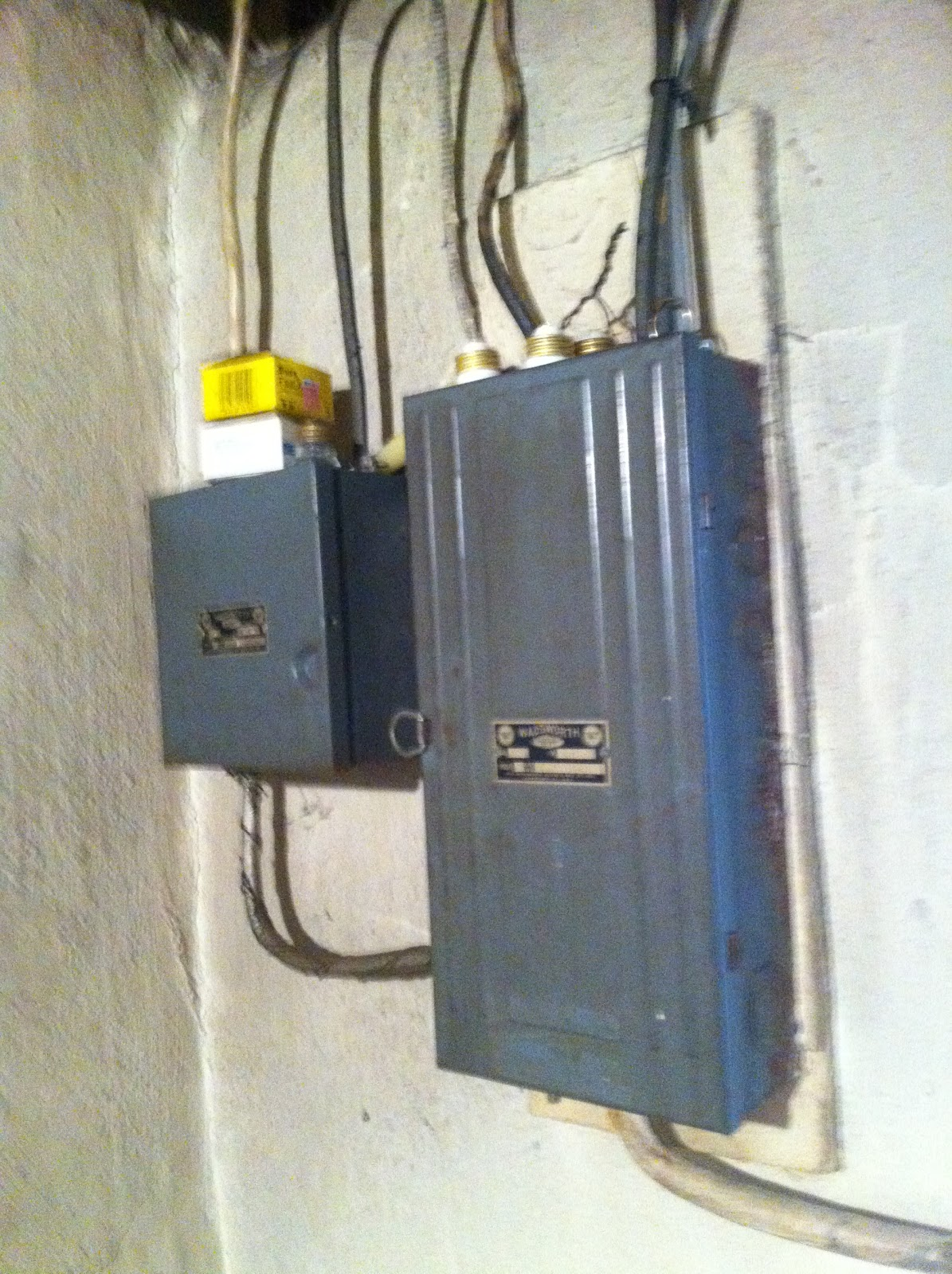 photo gen3 electric (215) 352 5963 electrical service original to this fuse box on outside of house at eliteediting.co