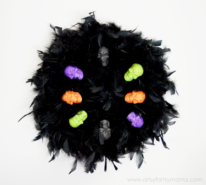 Easy Halloween Skull Wreath at artsyfartsymama.com