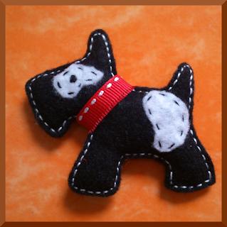 broche fieltro perro negro