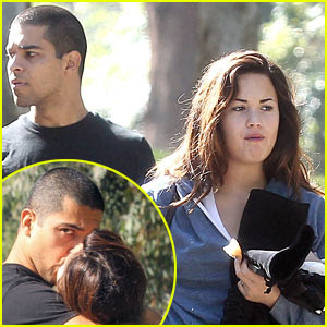 Demi Lovato  Boyfriend on Demi Lovato Boyfriend Wilmer Valderrama Photos   All About Hollywood