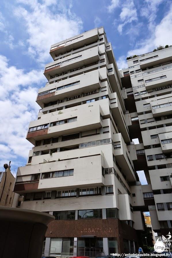 Paris 12ème - Tours de logements, rue Erard.  Architectes: Roger Anger, Mario Heymann, Pierre Puccinelli  Construction: 1962