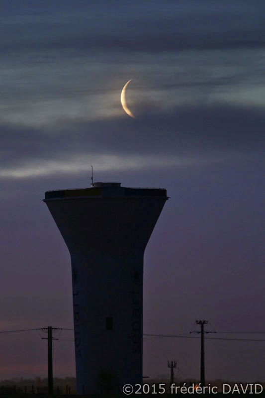Lune croissant château d'eau Sénart nuit silhouette matin