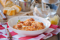 Spaguettis con albóndigas y sofrito de tomate