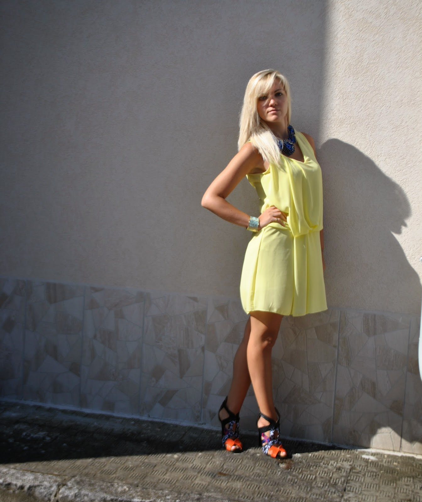 outfit abito giallo sandro ferrone collana blu majique abbinamento giallo e blu come abbinare il giallo outfit estate 2014 outfit estivi outfit agosto 2014 outfit mariafelicia magno fashion blogger di colorblock by felym outfit fashion blogger italiane fashion blogger bionde fblogger lookbook street style moda colorblock by felym mariafelicia magno sandali pimkie milano collana blu come abbinare la collana blu maxi collana how to wear yellow dress how to wear maxi necklace majique necklace abito scollo a v come abbinare un abito con scollo a v