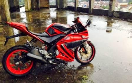 Modifikasi Yamaha R15 merah marun