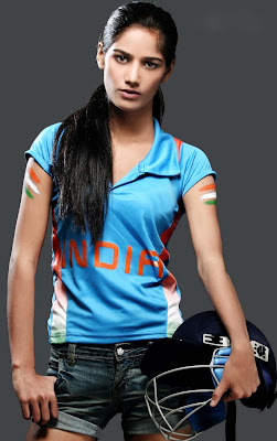 Poonam Pandey to go Un-clothed if India Wins World Cup 2011