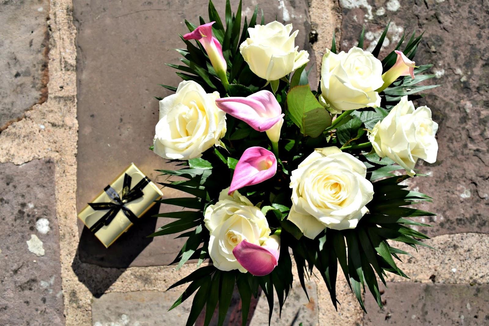 Serenata Flowers white roses
