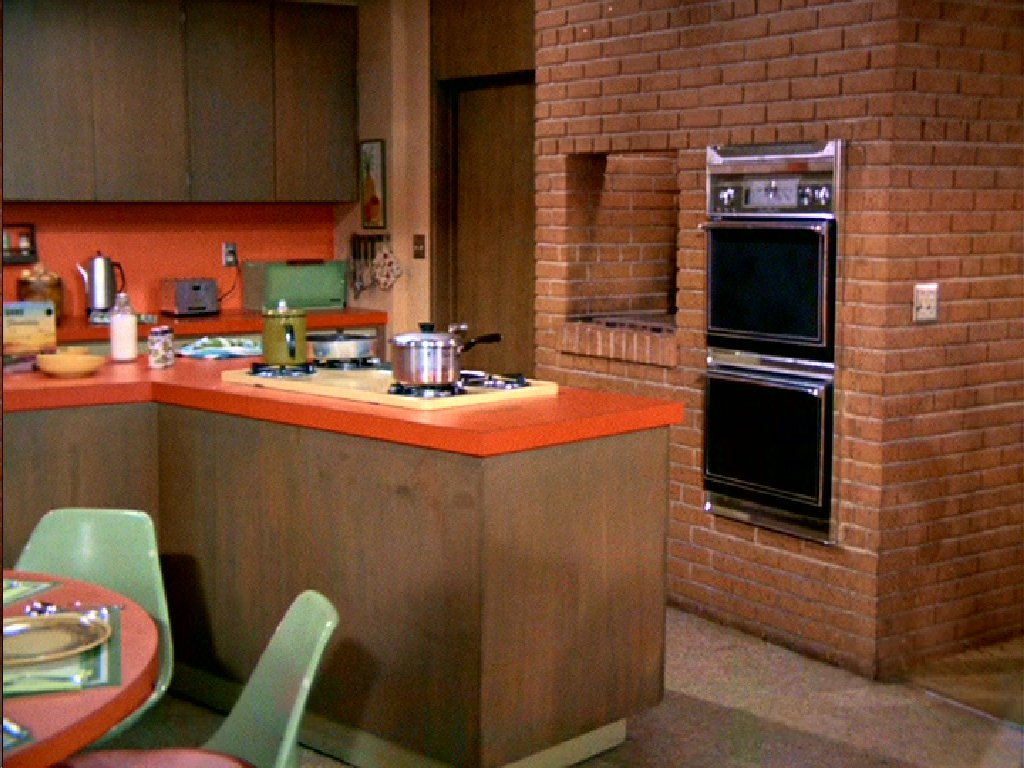 The brady bunch blog the brady bunch kitchen for Kitchen setting pictures