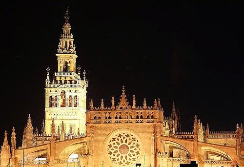 http://es.wikipedia.org/wiki/Catedral_de_Santa_Mar%C3%ADa_de_la_Sede_de_Sevilla