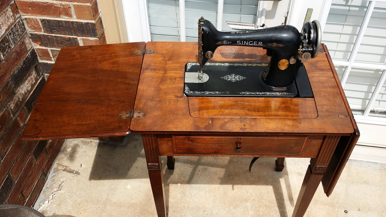 vintage singer sewing machine cabinets