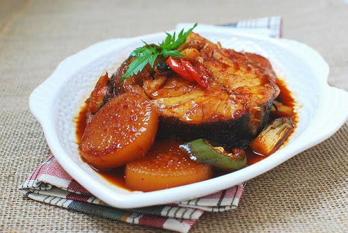 Braised snakehead fish with white radish recipe